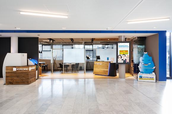 Foyer der Hypo NOE Bankfiliale im Universitätsklinikum St. Pölten